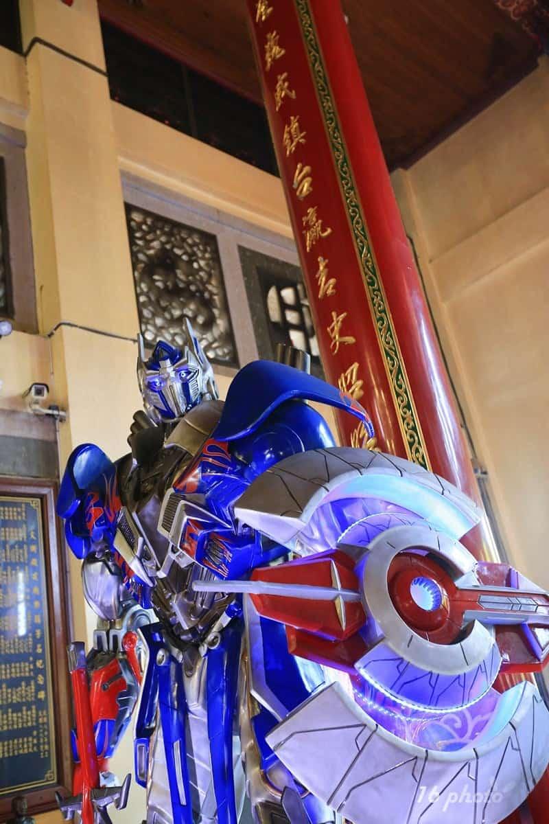 A-Tainan-Guanmiao-Iron-Man-10